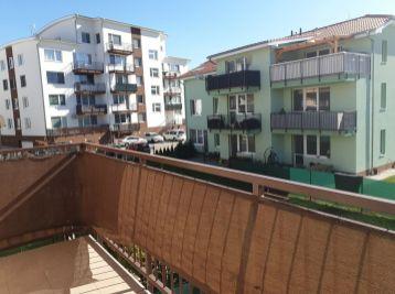Predaj čiastočne zariadeného jednoizbového bytu s balkónom a vlastným parkovacím miestom v obci Slovenský Grob