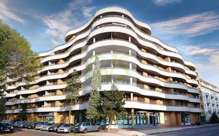 TOP PONUKA Nádherný penthouse s terasou a vlastným bazénom v Gaudí