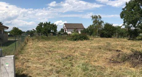Stavebný pozemok 860m2 v obci Čaňa (92/20)