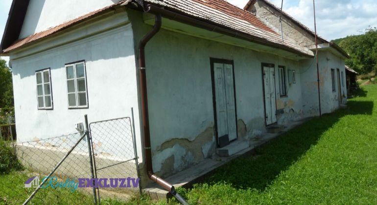 Na predaj rodinný dom v obci Točnica s drevenicou, pozemok 2400 m2...