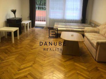 Prenájom veľký 2-izbový byt s loggiou v Bratislave-Starom meste na Šancovej ulici.