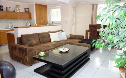 Luxusný 4- izbový byt 113 m2 + 3x balkón + 2x park. miesta, vlastné kúrenie v Trenčíne časť Pod Sokolice