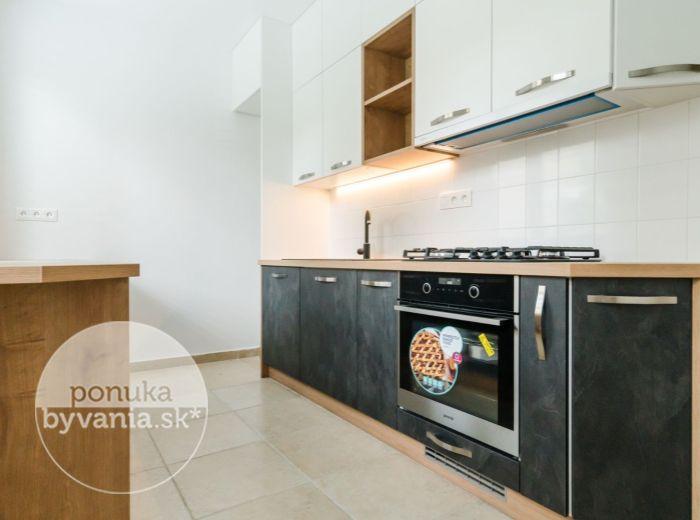 REZERVOVANÉ - SOKOLSKÁ, 3-i byt, 98 m2 - vlastná ZÁHRADKA A PARKOVANIE, ticho a zeleň, NADŠTANDARDNÁ REKONŠTRUKCIA