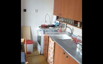 Predám 2 izbový tehlový byt v centre s balkónom NZ