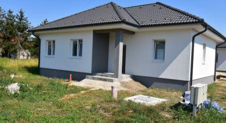 4 - izbový rodinný dom 88 m2, na dobrom mieste v starej Rajke, pozemok 439m2