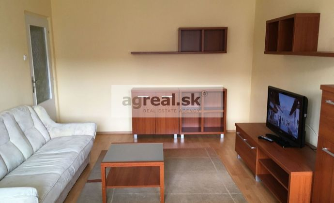3-izbový zariadený byt s balkónom, 4/4, rekonštrukcia, Karloveská ul.