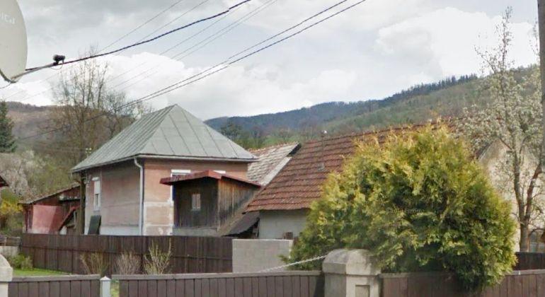 Dvojgeneračný rodinný dom, čiastočná rekonštrukcia, s veľkou garážou na predaj - Tisovec, okres RS.