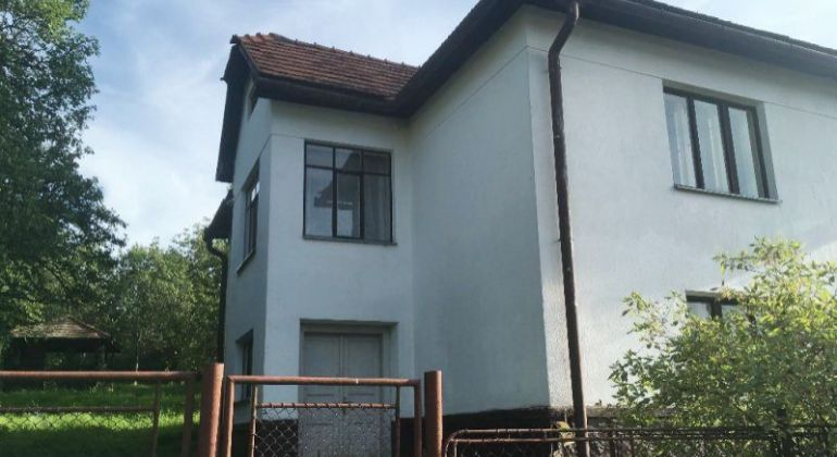 Poschodový rodinný dom, 250 m2, s ovocným sadom a veľkou záhradou na predaj - Kyjatice, okres RS.