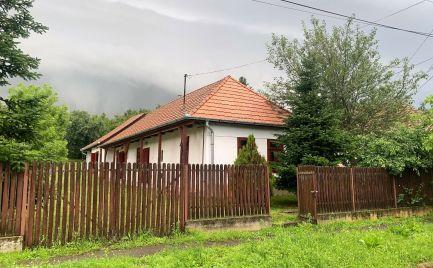 MAĎARSKO -  LITKA PEKNÝ 2 IZBOVÝ DOM V KRÁSNOM PROSTREDÍ, UPRAVENÝ POZEMOK.