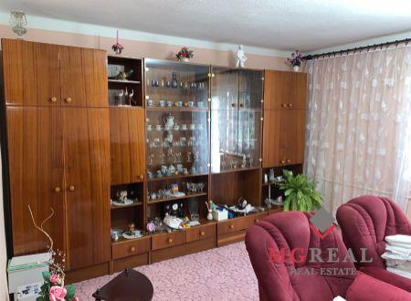 Na predaj 3 izbový byt Zemianské Kostoľany.