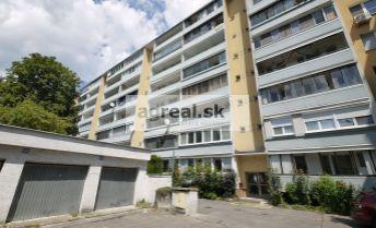 3-izbový byt na Karloveskej ulici, 5.posch./7, čiastočná rekonštrukcia, výťah