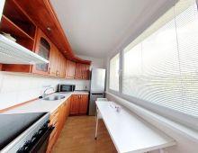 Zaiadený 2 izbový byt v TICHEJ LOKALITE, PEKNÍKOVA ulica, DÚBRAVKA. ZARIADENÝ byt s výbornou orientáciou a výhľadom na zeleň. Nízka provízia.