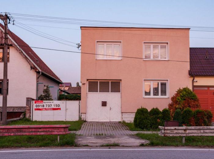 BUDMERICE, 6-i dom, 213 m2, kompletná rekonštrukcia, GARÁŽ, parking 7 áut, DIELŇA, tri pivnice