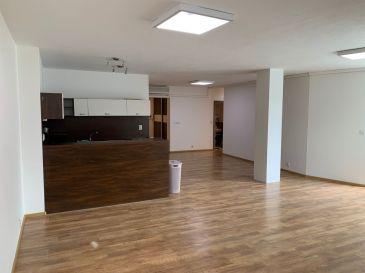 3izb byt 97m2 vhodný a využívaný ako nebytový priestor - kancelárie v centre BA, garáž + parkovacie miesto