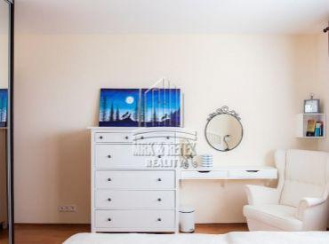 Kompletne zrekonštruovaný klimatizovaný 3 izbový byt na ulici Hálova
