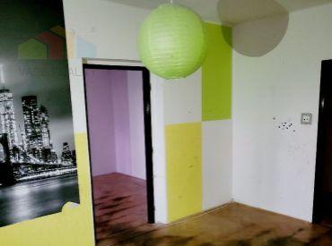 2 izbový  byt  Bánovce nad Bebravou, CENTRUM, 52 m2 ,LOGGIA ,PIVNICA