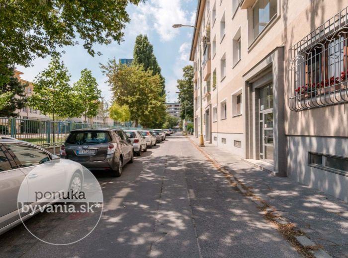 REZERVOVANÉ - TEKOVSKÁ, 3-i byt, 82 m2 - CENTRUM mesta na pešo, tehla, TOP LOKALITA, zeleň a pokoj