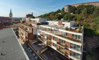 Moderný priestranný 3-izbový byt 180 m² + balkóny 31 m² pri hrade, novostavba,vysoký štandard, parking