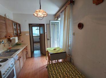 Priestranný slnečný trojizbový byt  v Demänovej.