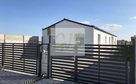 Rodinný dom v stave plne ukončeného holodomu, s kompletnými vonkajšími úpravami
