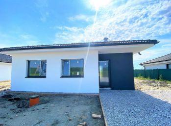 ***NA PREDAJ: Samostatne stojaci 4 izb. rodinný bungalov s 5 árovým pozemkom/ Kostolište!!