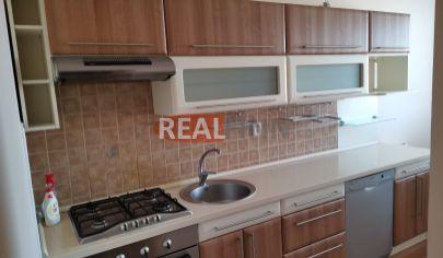REALFINN  NOVÉ ZÁMKY - 3 izbový byt po kompletnej rekonštrukcii na predaj na sídlsiku Juh