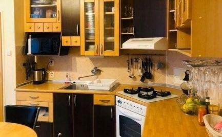 ZĽAVA !! - Veľký tehlový 3 izbový byt o výmere 81 m2,   v centre B.  Bystrice - po  rekonštrukcii - cena 142 000 €