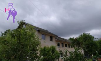 Na predaj 6 izbový rodinný dom v tichej časti obce Suchá nad Parnou, vhodný ako dvojgeneračný.
