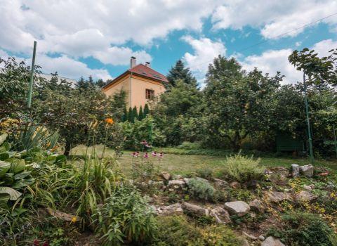 Na predaj priestranný 3 izbový byt v Starom Meste pri Horskom parku s vlastnou záhradou a garážou