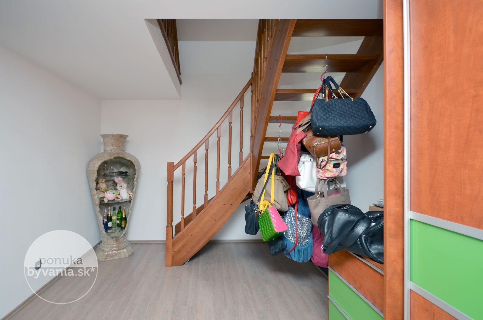 ponukabyvania.sk_Hrušovská_Rodinný-dom_KALISKÝ