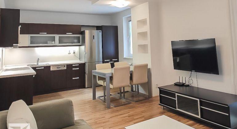 REZERVOVANÉ-Predaj komplet zrekonštruovaného 3 izb. bytu sveľkou loggiou na Račianskej ul.