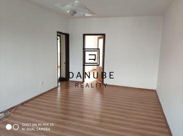 Predaj 4-izbový byt s balkónom v Pezinku na Muškátovej ulici.