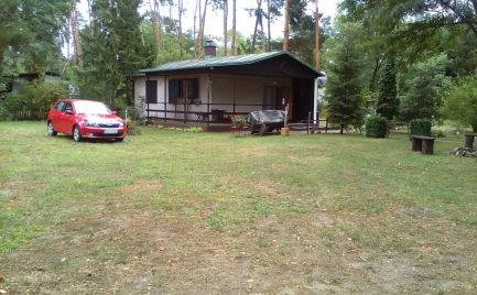 Ponúkame na predaj 3izbovú rekreačnú chatu v krásnom prostredí borovicových lesov v katastri obce Plavecký Štvrtok - lokalita Vampíl.