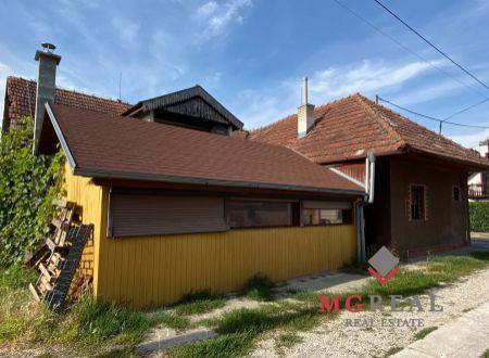 Rodinný dom Jacovce - Prevádzka , obchod , bar