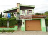 ACT REALITY: EXKLUZÍVNE: Rodinný dom s garážou Ráztočno - v štádiu rekonštrukcie interiéru.