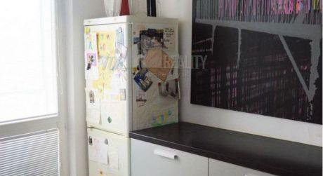 Moderný 3 izbový byt s 2 lodžiami v Karlovej Vsi je na prenájom