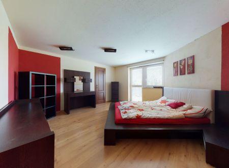 Veľký rodinný dom 400 m2 s veľkolepým pozemkom 1198 m2, Ostrov, okr.Piešťany