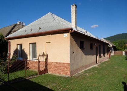 Dvoj dom v centre Kočoviec, slnečný pozemok 1000m2, kúpou voľný