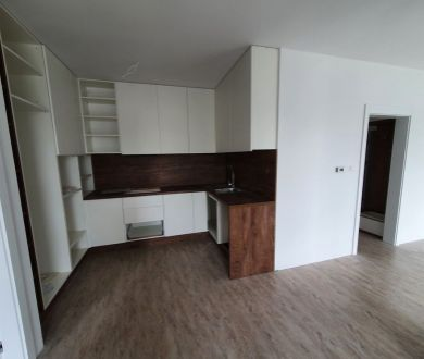 REZERVOVANÝ - Exkluzívne u nás! Ponúkame na predaj  jedinečný 3 izbový byt s nádherným výhľadom v Považskej Bystrici.
