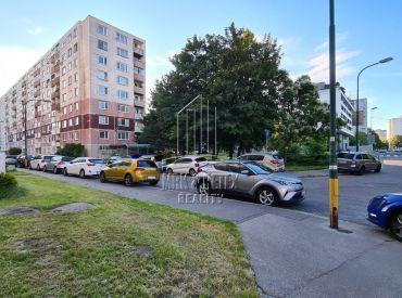 Veľkometrážny 4 izbový byt vo výbornej lokalite na ulici Brančská