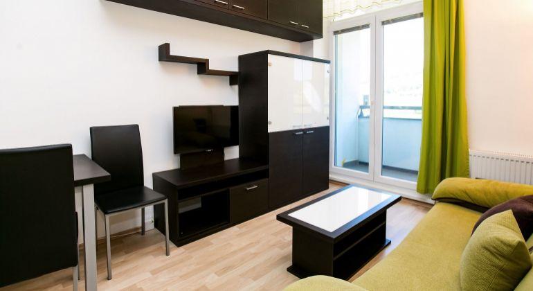 2 izbový byt s veľkou loggiou a pekným výhľadom na Račianskej ulici