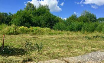 PREDAJ: Slnečný, rovinatý pozemok (737m2) v rezidenčno-rekreačnom areáli na Polomke