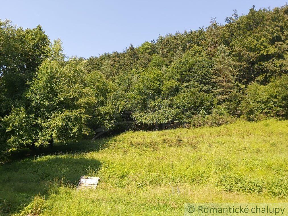 Stavebný pozemok v prírodnom prostredí pod lesom na okraji Ilavy