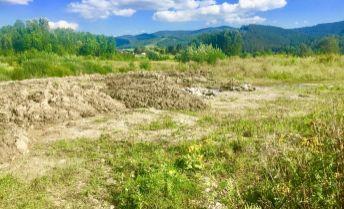 PREDAJ: Slnečný, rovinatý pozemok (864m2) v rezidenčno-rekreačnom areáli na Polomke