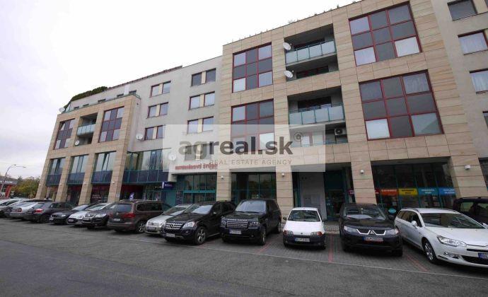 3-izbový zariadený byt na prenájom - Vajnorská ulica - budova ICT, možnosť parkingu