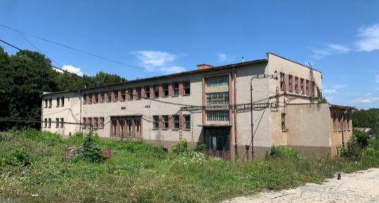 Trojpodlažná budova na podnikanie