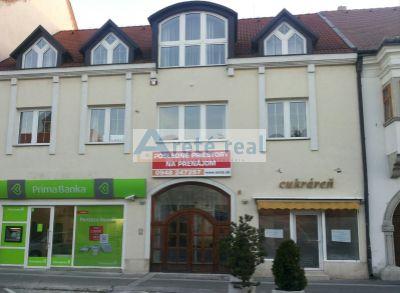 Areté real, Prenájom 60m2 obchodného priestoru v priamom v centre mesta Pezinok, M.R.Štefánika