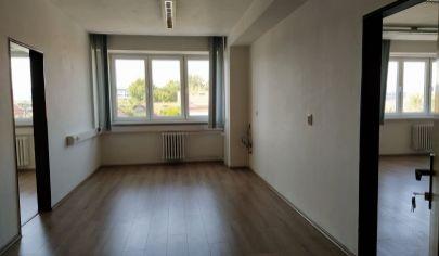 LEN: 550€/ m2/ mesiac! prenájom trojkancelárie/ viacúčelovej miestnosti s umývadlom 80m2 + parkovanie, Bulharská ul., BA II., Trnávka.