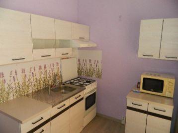 Prenajmeme 2-izb.  byt s loggiou v Seredi