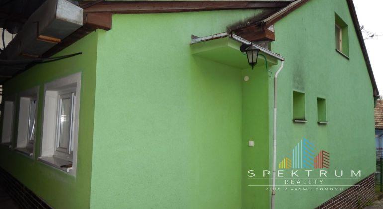 REZERVOVANÉ- Exkluzívne- Na predaj 2-izbový rodinný dom 678 m2, Handlová, okres Prievidza